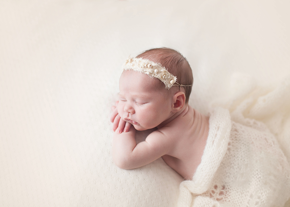 Cleveland newborn photographer is rated top in Cleveland and Akron Ohio by Chelsey Hill Photography