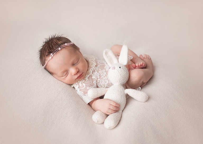 Cleveland newborn photographer posed newborn session by top photographer Chelsey Hill Photography