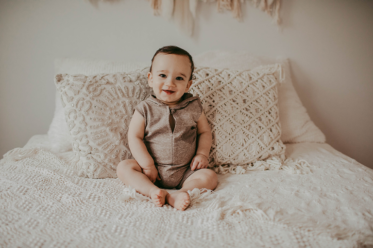 Cleveland baby photographer offering cake smash session for one year birthday