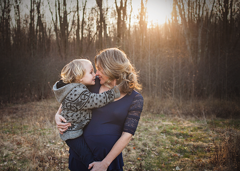 Cleveland maternity photographer outdoor location mother and child