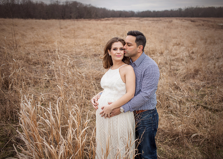 Photographer Akron Ohio maternity shoot in field