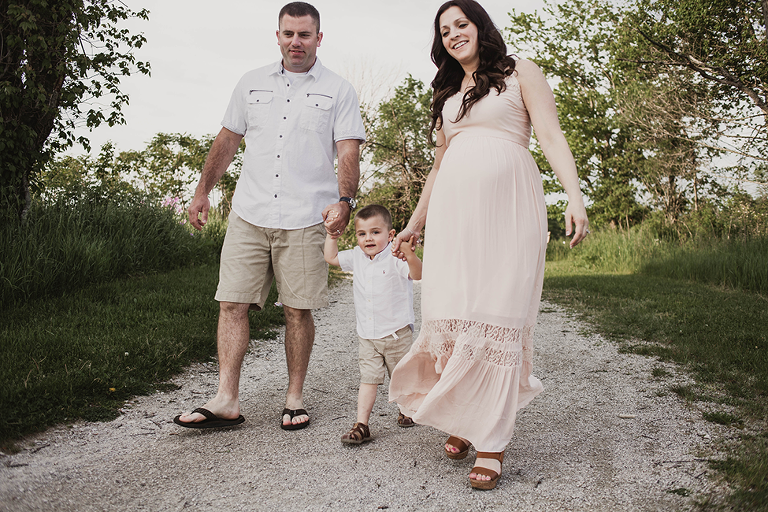 outdoor maternity session in field in Ohio