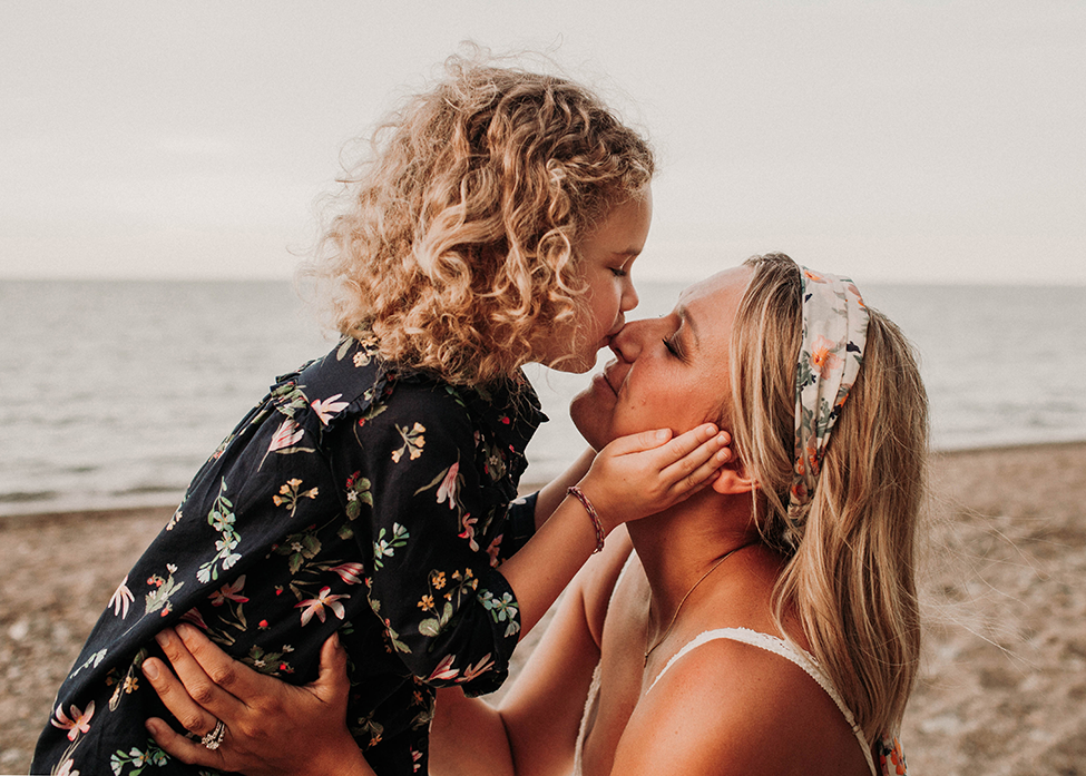 Cleveland family photographer Chelsey Hill Photography photographs family at Lake Erie beach storytelling session