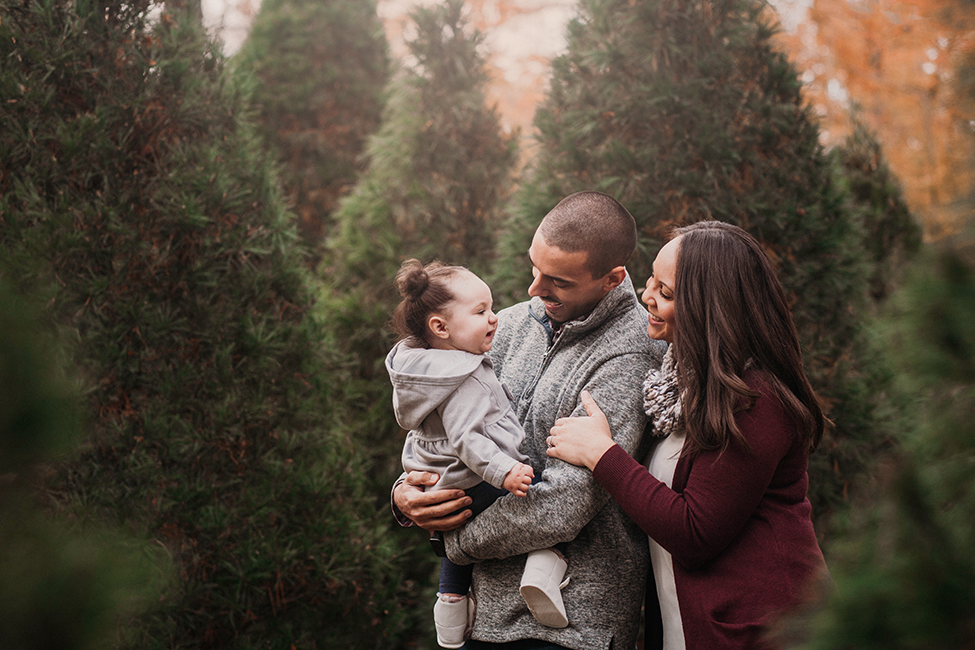 Christmas Tree Farm Photography.Christmas Tree Farm Indoor Mini Sessions Cleveland