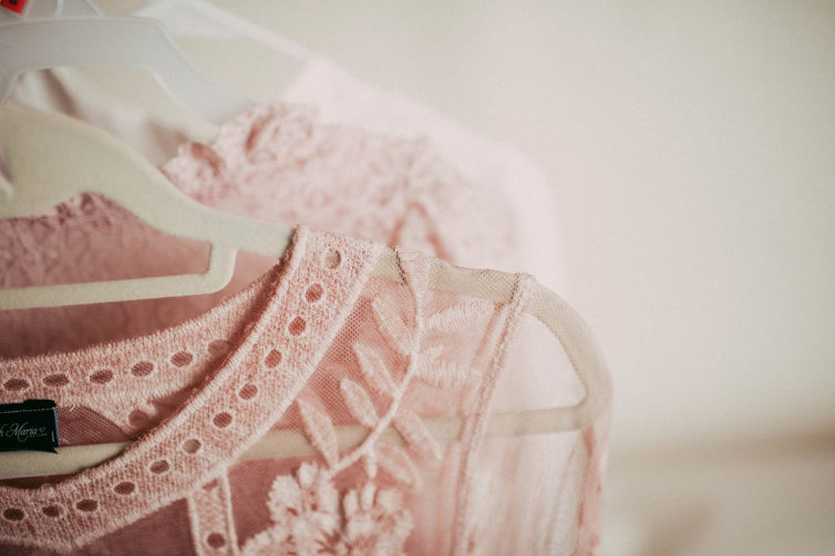 Tips on what to wear during newborn session by Cleveland newborn photographer Chelsey Hill Photography