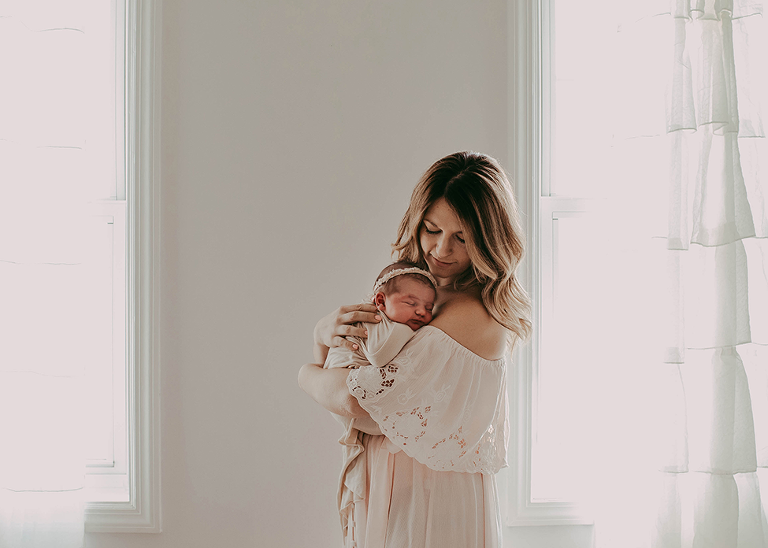 Questions to ask your newborn photographer before you book them by Cleveland, OH newborn photographer