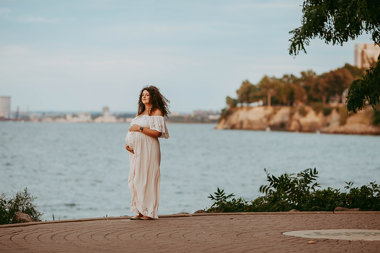 Maternity-photographers-Cleveland-Ohio