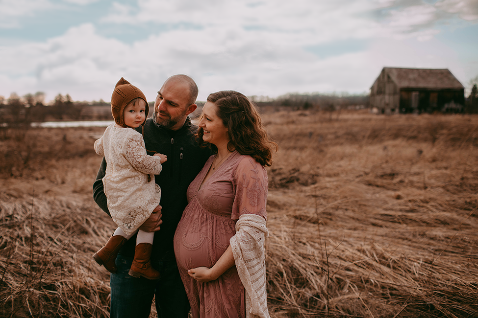 Family photographer maternity session at Cleveland Ohio